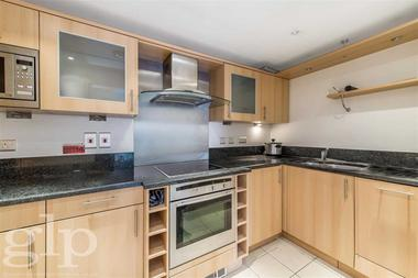 Three Double Bedrooms at Vauxhall Bridge Road, Pimlico, SW1V, 2RD