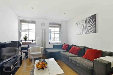 Double Bedroom at Catherine Street, London, WC2B, 5JT