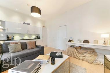 Double Bedroom at Chandos Place, Covent Garden, WC2N, 4HG