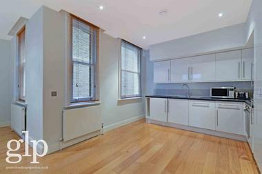 Two Large Double Bedrooms at Long Acre, Covent Garden, WC2E, 9PE