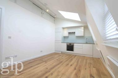 One Double Bedroom at Charlotte Street, Fitzrovia, 2LT