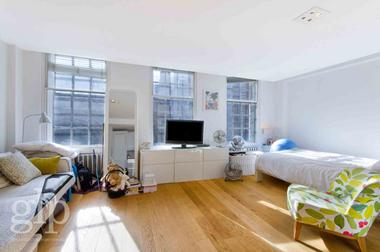 Studio Apartment at Wellington Street, Covent Garden, WC2E, 7RQ