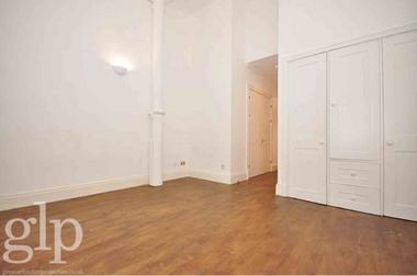 Studio Apartment at Shorts Gardens, Covent Garden, WC2H, 9AU