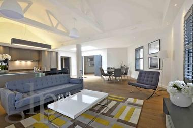 Loft Style Penthouse Apartment at St Martin`s Lane, Covent Garden, WC2N, 4AA