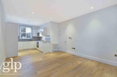 Two Double Bedrooms at Shaftesbury Avenue, Covent Garden, WC2H, 8JT