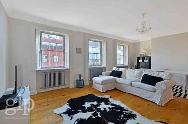 Two Double Bedrooms at St. Martins Lane, Covent Garden, WC2N, 4AA