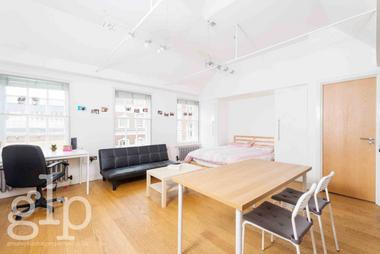 Self Contained Studio at Wellington Street, Covent Garden, WC2E, 7BD