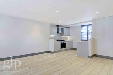 Two Double Bedrooms at Shaftesbury Avenue, Soho, W1D, 6LX