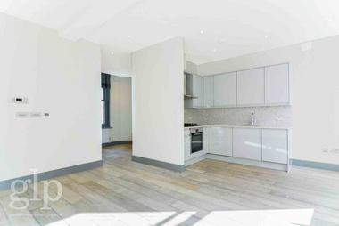 Large Apartment at Shaftesbury Avenue, Soho, W1D, 6LX