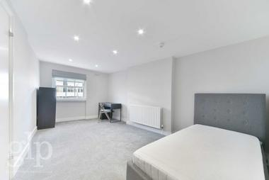 Two Double Bedrooms at Notting Hill Gate, London, W11, 3LB
