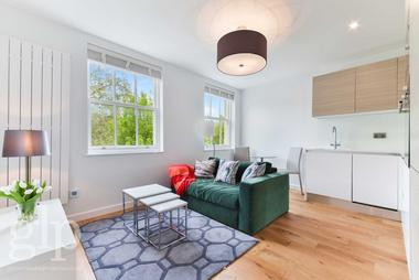 Stunning studio at Sussex Gardens, Hyde Park W2, 2RZ