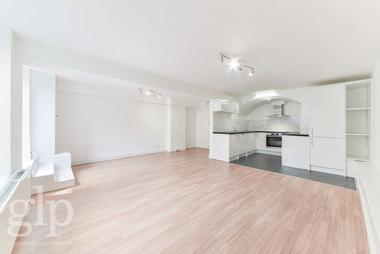 One Double Bedroom Apartment at Montague Street, Bloomsbury, WC1B, 5BH