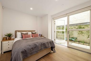 Three Double Bedrooms at New Cavendish Street, London, 8UZ