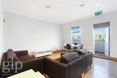Two large bedrooms, one with en-suite at Inverness Terrace, Bayswater, W2, 3JL