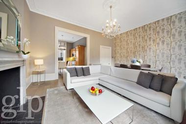 Four Double Bedroom Maisonette at Connaught Street, Hyde Park, W2, 2BB