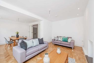 Two Double Bedrooms at Wimpole Street, Marylebone, 8GL