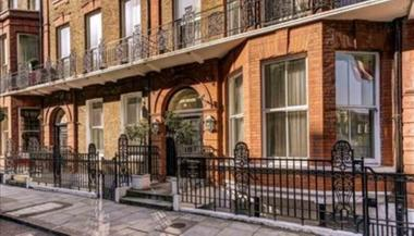 Two double bedrooms at Nottingham Place, Marylebone W1, 5LU