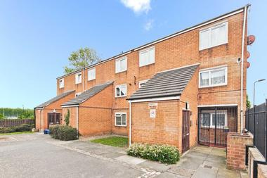 Two/Three Bedroom Duplex at Mabley Street, Homerton, 5RY