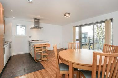 Spacious 2 Bedroom Apartment at Merchant Street, Bow, E3, 4PT