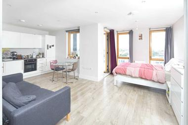 Larger than usual Studio Apartment at St Ives Place, Poplar, E14, 0HX