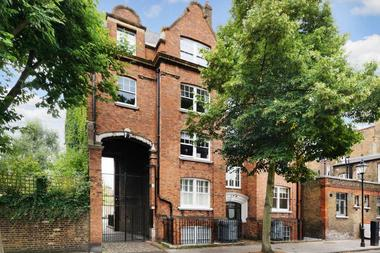 Two Double Bedrooms at Cloudesley Square, Islington, 0HS