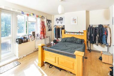 3 Bedroom Maisonette (No Reception) at Tudor Court, Islington, N1, 4NU