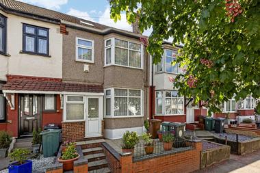Beautiful 4 Bedroom House at Hale End Road, Walthamstow, E17, 4BQ