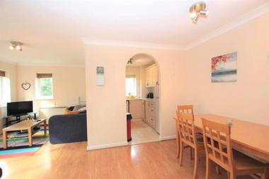 Beautiful Two Bedroom Apartment at Victory Road, Wanstead, E11, 1UL