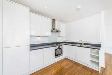 Bright and stylish one bedroom flat at DAFFORNE ROAD, TOOTING BEC SW17, 8TZ