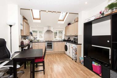 Tastefully Presented Throughout at Balham High Road, Tooting Bec, 7BE