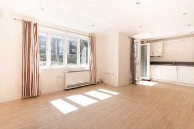 2 Bedrooms at Worcester Road, Sutton, 6GE