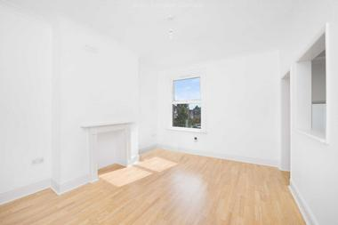 First floor one bedroom flat at LEIGHAM AVENUE, STREATHAM HILL SW16, 2PX