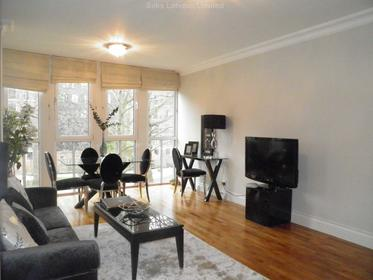 Fantastic three bedroom flat at Pendennis Road, Streatham SW16, 2SR