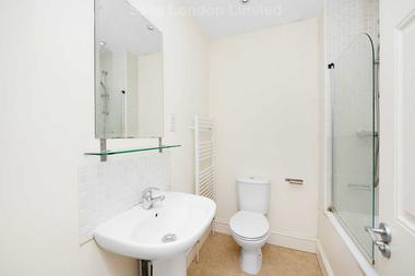 Top notch room first floor level at Cavendish Road, Balham, SW12, 0BN