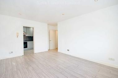 Charming flat in peaceful location at Cumberland Place, Catford SE6, 1NB