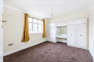 One bedroom third floor flat set in contemporary square at Oakwood Close, Hither Green, SE13 6UP, 6UP