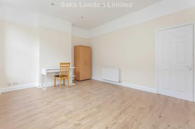 Superb two bedroom maisonette at Castle Street, Kingston Upon Thames, 1SS