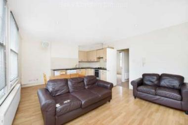 Bright and spacious two bedroom split level flat at BALHAM HIGH ROAD, TOOTING BEC SW17, 7BE