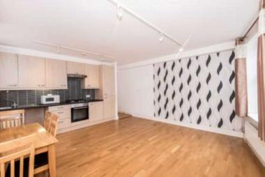 Neutral decor at Grange Road, Sutton, SM2, 6RT