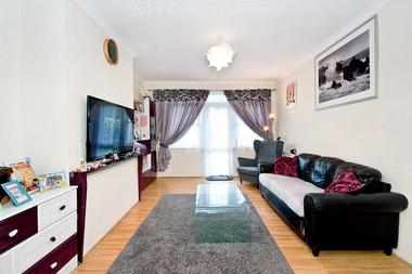 2 Bedrooms at Upper Tooting Park, London, 7SY