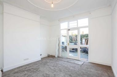 Huge double bedrooms at Southcroft Road, Furzedown, SW17, 9TN