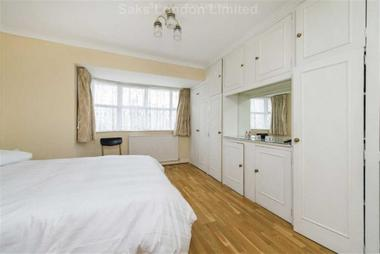 Enormous double bedrooms at Victory Road, Wimbledon, SW19, 1HN