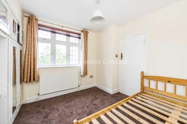 Lovely double bedroom at Langroyd Road, Tooting Bec, SW17, 7PL