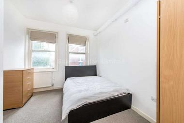 Expansive double bedrooms at Pinfold Road, Streatham, SW16, 2SL
