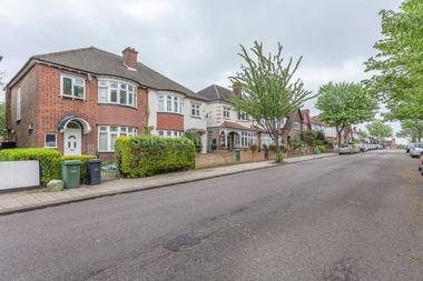 Well presented house arranged over two floors at CRICKLADE AVENUE, STREATHAM HILL SW2, 3HF