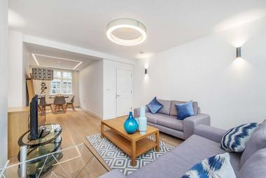 One Double Bedroom at Weymouth Mews, Marylebone, 7EA