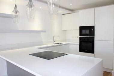 Newly Refurbished Beautiful Apartment at Leabank Square, London, 5LP