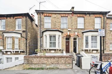 Two Double Bedrooms at Brookfield Road, Victoria Park, 5AH