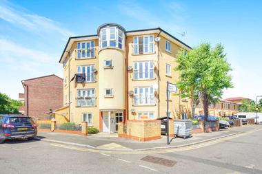 Two Double Bedrooms at Trowbridge Road, South Hackney, 5LJ