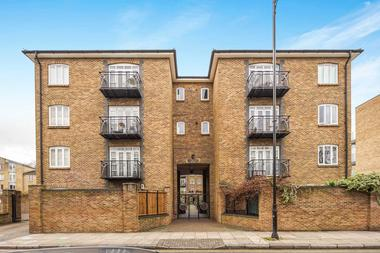 Delightful one bedroom ground floor Apartment at Empire Wharf, Old Ford Road, Bethnal Green, 5NQ